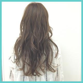 フェミニン ハイライト くせ毛風 ロング ヘアスタイルや髪型の写真・画像