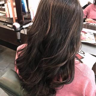 バレイヤージュ ロング ガーリー グレージュ ヘアスタイルや髪型の写真・画像