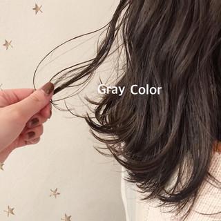 ゆるナチュラル グレージュ ゆる巻き グレー ヘアスタイルや髪型の写真・画像