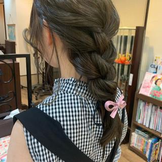 フェミニン アッシュベージュ アッシュ 簡単ヘアアレンジ ヘアスタイルや髪型の写真・画像