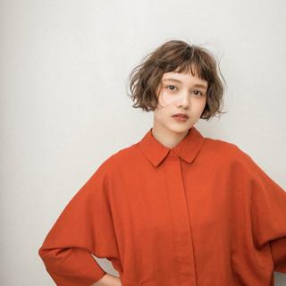 ショートヘア ナチュラル パーマ ヘアスタイルや髪型の写真・画像