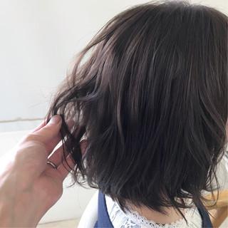 ナチュラル アンニュイほつれヘア 簡単ヘアアレンジ オフィス ヘアスタイルや髪型の写真・画像