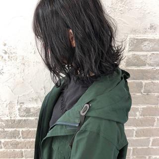 グレージュ 外ハネボブ 切りっぱなしボブ ナチュラル ヘアスタイルや髪型の写真・画像