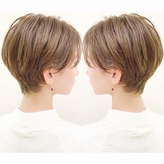 オフィス フェミニン ハンサムショート ショート ヘアスタイルや髪型の写真・画像 ヘアスタイルや髪型の写真・画像