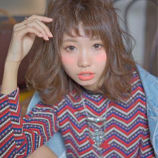 外国人風 ストリート ミディアム ゆるふわ ヘアスタイルや髪型の写真・画像