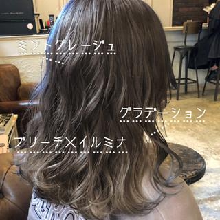 ミントアッシュ セミロング ハイトーンカラー ダブルカラー ヘアスタイルや髪型の写真・画像