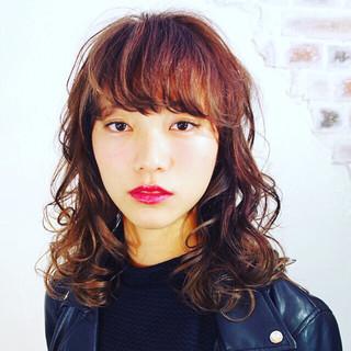 ミディアム ハイライト ワイドバング ピュア ヘアスタイルや髪型の写真・画像