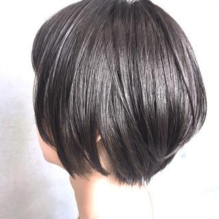 ショートヘア 地毛風カラー ナチュラル グレージュ ヘアスタイルや髪型の写真・画像