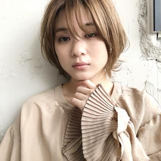 小顔ショート ショートボブ  毛先パーマ ヘアスタイルや髪型の写真・画像