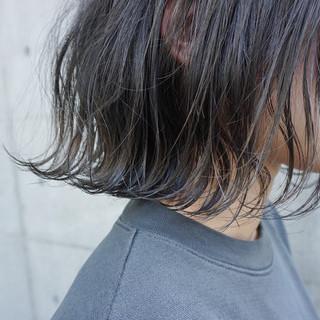 ボブ 透明感カラー 切りっぱなしボブ カーキ ヘアスタイルや髪型の写真・画像