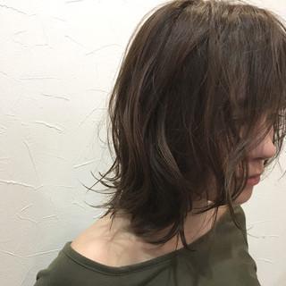 パーマ ナチュラル グレージュ 前髪あり ヘアスタイルや髪型の写真・画像