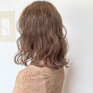ミルクティーベージュ ミルクティーグレージュ ミディアム 透明感カラー ヘアスタイルや髪型の写真・画像