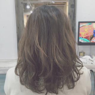ストリート ミディアム パーマ フェミニン ヘアスタイルや髪型の写真・画像