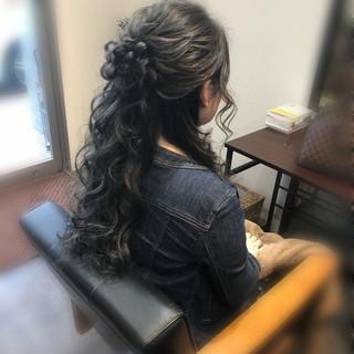 ハーフアップ ねじり ヘアアレンジ フェミニン ヘアスタイルや髪型の写真・画像