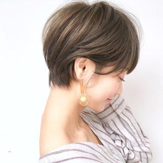 アンニュイ ウェーブ ナチュラル ショート ヘアスタイルや髪型の写真・画像