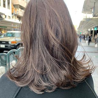 フェミニン グレージュ アッシュグレージュ オリーブグレージュ ヘアスタイルや髪型の写真・画像