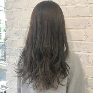 ラベンダーアッシュ ミルクティーベージュ ロング グレージュ ヘアスタイルや髪型の写真・画像