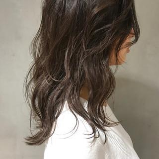 ウェーブ セミロング 透明感 ラフ ヘアスタイルや髪型の写真・画像