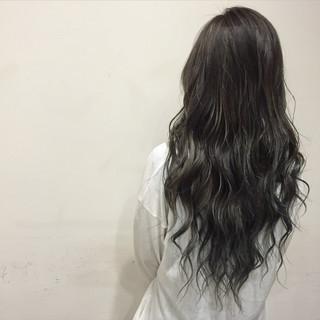 外国人風 スモーキーカラー 大人かわいい ロング ヘアスタイルや髪型の写真・画像