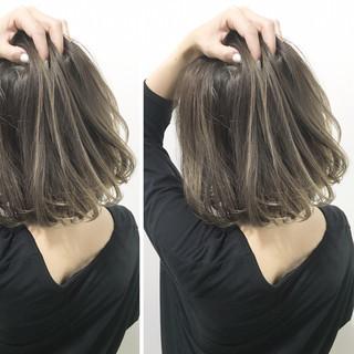 ナチュラル 梅雨 ウェーブ ヘアアレンジ ヘアスタイルや髪型の写真・画像