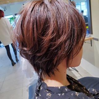 パーマ ショートヘア ショート オフィス ヘアスタイルや髪型の写真・画像