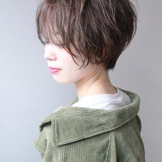 ハンサムショート ナチュラル 大人かわいい マーメイドアッシュ ヘアスタイルや髪型の写真・画像