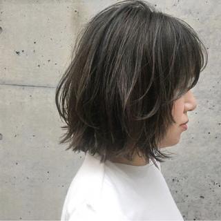 秋 リラックス アウトドア アッシュグレージュ ヘアスタイルや髪型の写真・画像