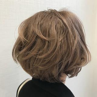 ミルクティーベージュ ブラウンベージュ ブリーチ ナチュラル ヘアスタイルや髪型の写真・画像