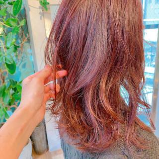 ダブルカラー インナーカラー ナチュラル コーラルピンク ヘアスタイルや髪型の写真・画像