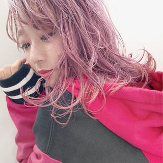 ストリート ミディアム ダブルカラー アンニュイ ヘアスタイルや髪型の写真・画像
