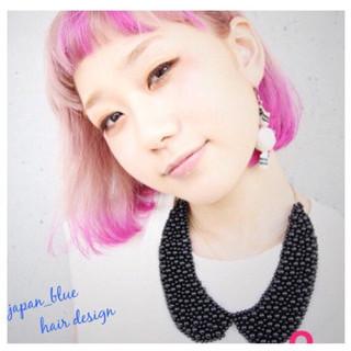 切りっぱなし グラデーションカラー 外ハネ ピンク ヘアスタイルや髪型の写真・画像