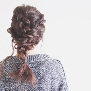 セミロング ルーズ 編み込み ヘアアレンジ ヘアスタイルや髪型の写真・画像