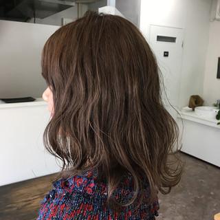 透明感 アッシュ ナチュラル セミロング ヘアスタイルや髪型の写真・画像