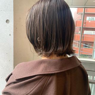 ナチュラル 外ハネ 切りっぱなしボブ 大人カジュアル ヘアスタイルや髪型の写真・画像
