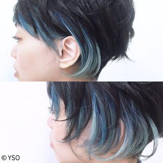 アシメバング インナーカラー 刈り上げ モード ヘアスタイルや髪型の写真・画像