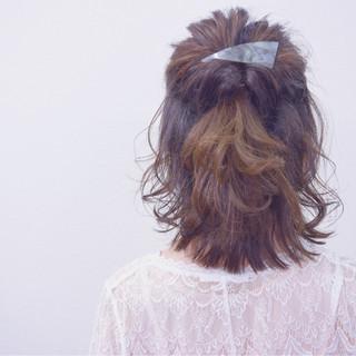 デート ヘアアレンジ ナチュラル アッシュ ヘアスタイルや髪型の写真・画像
