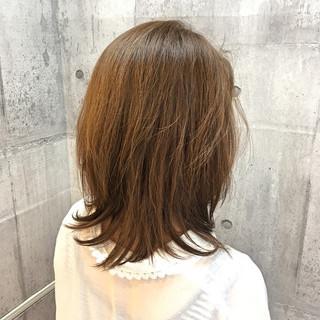 ミディアム イルミナカラー レイヤーカット 透明感 ヘアスタイルや髪型の写真・画像 ヘアスタイルや髪型の写真・画像