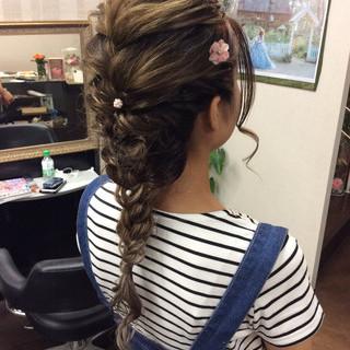 ロング 編み込みヘア ナチュラル ヘアアレンジ ヘアスタイルや髪型の写真・画像
