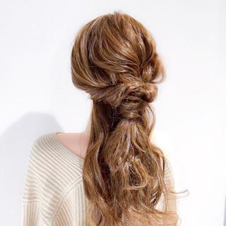 ねじり ロング ヘアアレンジ エレガント ヘアスタイルや髪型の写真・画像