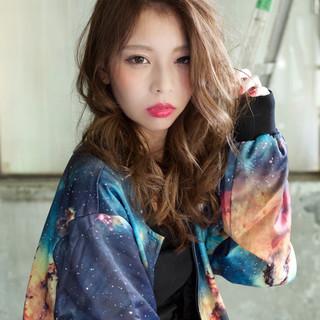 大人かわいい セミロング 丸顔 外国人風 ヘアスタイルや髪型の写真・画像