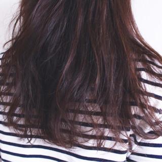 ゆるふわ ロング ラベンダーピンク 外国人風 ヘアスタイルや髪型の写真・画像