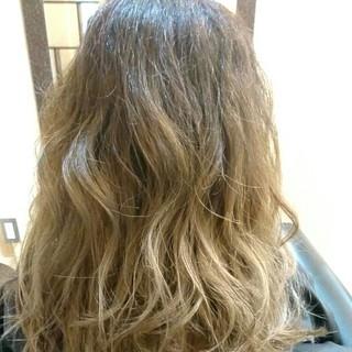 グレージュ ダブルカラー アッシュ セミロング ヘアスタイルや髪型の写真・画像