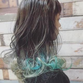 フェミニン ミディアム ネイビー グラデーションカラー ヘアスタイルや髪型の写真・画像