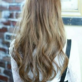 ハイライト フェミニン アッシュ ロング ヘアスタイルや髪型の写真・画像