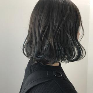 ダブルカラー ハイトーン アウトドア ストリート ヘアスタイルや髪型の写真・画像