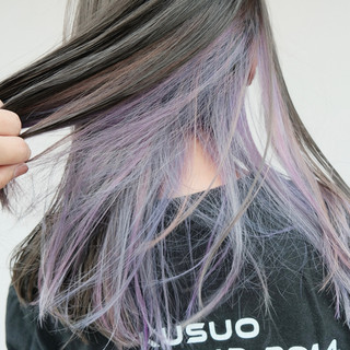 インナーカラーパープル パープルアッシュ ブリーチオンカラー ブリーチカラー ヘアスタイルや髪型の写真・画像
