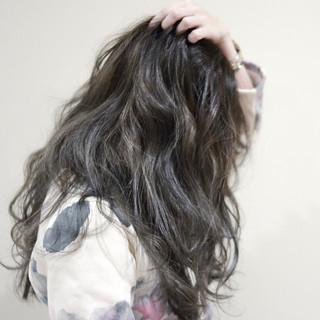 ロング グレージュ 外国人風 イルミナカラー ヘアスタイルや髪型の写真・画像 ヘアスタイルや髪型の写真・画像