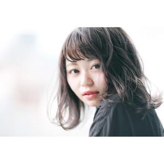 ウェーブ 秋 フェミニン アンニュイ ヘアスタイルや髪型の写真・画像