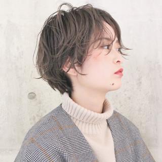 ハンサムショート 成人式 ショートボブ アンニュイほつれヘア ヘアスタイルや髪型の写真・画像 ヘアスタイルや髪型の写真・画像