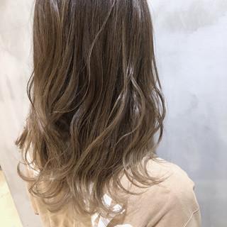 グレージュ セミロング エレガント 外国人風カラー ヘアスタイルや髪型の写真・画像